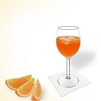 Aperol Spritz en una copa de vino