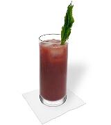 Preparación de Bloody Mary: Mezclar y servir