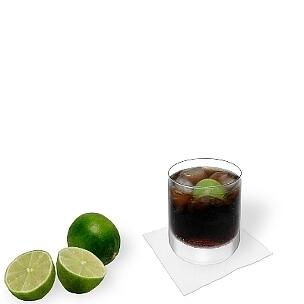 Todos tipos de vasos Tumbler son ideal para Cuba Libre, vasos largos de dimensiones pequeñas son una buen alternativa.