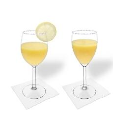 Margarita de Mango en una copa de vino tinto y blanco