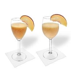 Margarita de Melocotón en una copa de vino tinto y blanco