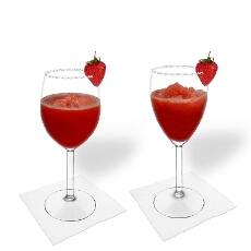 Frozen Strawberry Margarita en una copa de vino tinto y blanco
