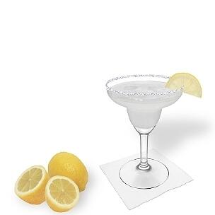 Margarita servido en una copa de Margarita con pedazo de limón y pizca de azúcar o sal, es la manera más común de presentar esta bebida con tequila.