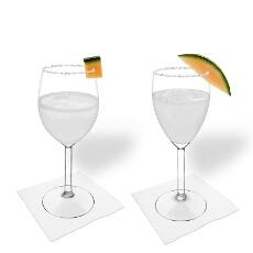 Margarita de Melón en una copa de vino tinto y blanco
