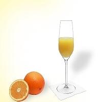 Mimosa en una copa de champagne.