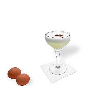 Pisco Sour es un cóctel con un huevo crudo y pisco.