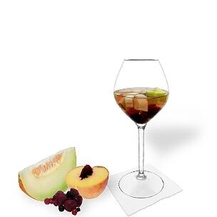 Ponche de Frutas es una bebida afrutada y agradable al paladar para fiestas.
