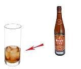 Preparación de Ron y Coca-Cola: Ron y cubitos de hielo