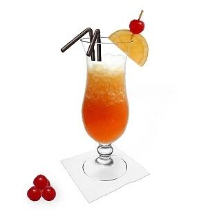 Sex on the Beach servido en un vaso huracán, es la manera más común de presentar esta bebida para mujeres.