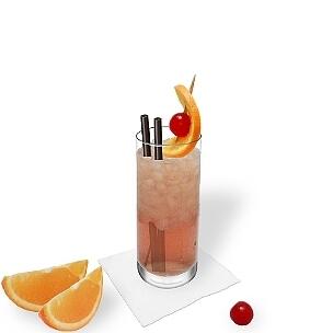 Singapore Sling es un trago largo, usa vasos largos para presentar este cóctel para el verano.