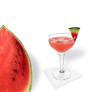 Otra opción buenísima para los Margaritas de Sandía son las copas de champán abierta.