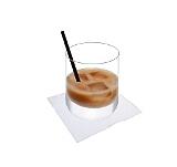 Preparación de White Russian: Vertir nata o leche por encima