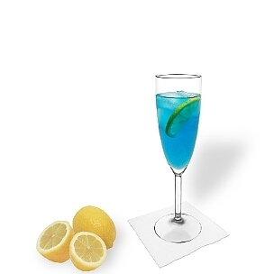 Blue Champagne served in a champagne glass with a slice of lemon, the most common way of presenting that delicious cocktail.